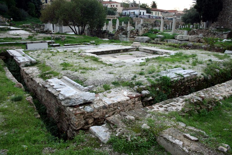 3851_-_Athens_-_Latrines_in_the_Roman_agora_-_Photo_by_Giovanni_Dall'Orto,_Nov_9_2009